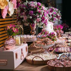 Posição do bolo e as flores laterais