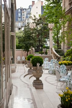 Paris Courtyard Garden Only the French would not blink an eye at using a fabulous marble outside. Beautiful Paris, I Love Paris, Outdoor Rooms, Outdoor Living, Outdoor Decor, Terrazas Chill Out, Image Paris, Enchanted Home, Belle Villa