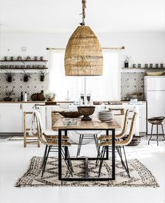 Une déco bohème autour du rotin | My Blog Deco Minimalist Home Interior, Minimalist Kitchen, Minimalist Living, Minimalist Bedroom, Minimalist Decor, Modern Minimalist, Bohemian Kitchen, Modern Bohemian, Interior Minimalista