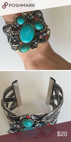 ⭐️Sale⭐️Mixed  Floral  Bracelet 18K Plated Metals. Nickle and Lead free. Price firm. T&J Designs Jewelry Bracelets