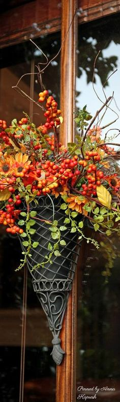 Herbstdekoration I think those berries are bittersweet vine More Bridal Jewelry - The final touches Bittersweet Vine, Happy Fall Y'all, Happy Thanksgiving, Thanksgiving Blessings, Autumn Decorating, Autumn Home, Autumn Fall, Fall Flowers, Fall Wreaths