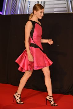 Leggy Britt Robertson working the red carpet in a short dress and stilettos