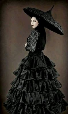 #Gothic neo-Victorian gown and umbrella