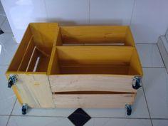 A algumas postagensdisse que precisava de umarmário para meu banheiro social, então mostrei algumas ideias usando caixotes de feira. Então...