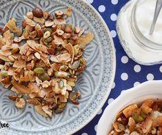 Ořechová granola s jogurtem Kitchen Machine, Granola, Cooking Tips, Potato Salad, Stuffed Mushrooms, Low Carb, Chicken, Vegetables, Breakfast