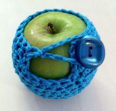 cute #crochet apple cozy pattern by #crochetandtea