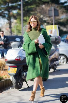 How to Dress Like Fashion Editor with Christine Centenera – Glam Radar Fashion Week Paris, Street Fashion, Street Style Trends, Christine Centenera, Fashion Editor, Fashion Trends, Fashion Inspiration, Mode Mantel, Foto Fashion