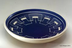 Items similar to Søholm, large blue handpainted vintage dish. With beautiful pattern. on Etsy Statement Wall, Vintage Dishes, Beautiful Patterns, Ceramic Pottery, Vases, Bowls, Print Design, Blue And White, Hand Painted