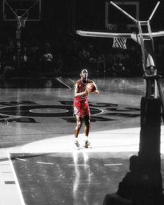 Jordan at the Line Mike Jordan, Jordan Bulls, Basketball Is Life, Basketball Players, Basketball Design, Michael Jordan Photos, Jeffrey Jordan, Baskets, Nba Stars