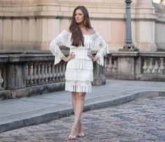 Sandália gladiadora e vestido de franjas no blog (Vitória Portes)