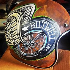 Pete Finlan just finished up this half shell for. - Biltwell Inc. Motorcycle Helmet Design, Custom Paint Motorcycle, Cafe Racer Helmet, Motorcycle Art, Vintage Helmet, Vintage Racing, Bobber Helmets, Chopper Helmets, Pinstripe Art