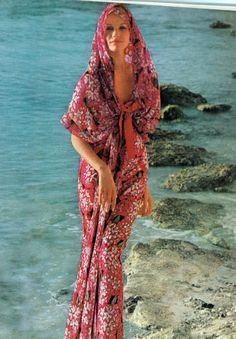Veruschka by Bert Stern Vogue 1965. 60s summer style.
