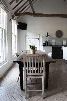 ✕ Fabulous kitchen (via SHOOTFACTORY) / #kitchen #interior: The chevron floor!