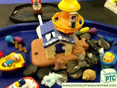 Transport Themed Water Play / Tuff Tray Ideas and Activities - Primary Treasure Chest Sand And Water, Water Play, Teaching Activities, Activities For Kids, Teaching Ideas, Lighthouse Keepers Lunch, Transport Topics, Key Stage 1, Tuff Tray
