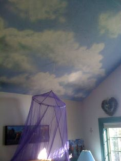 cloud ceiling - sponge white and light blue mixed paint onto a brighter blue base Cloud Ceiling, Paint Ceiling, Roof Paint, Ceiling Art, Airplane Bedroom, Scandinavian Bedroom, Scandinavian Style, Murals For Kids, Blue Ceilings
