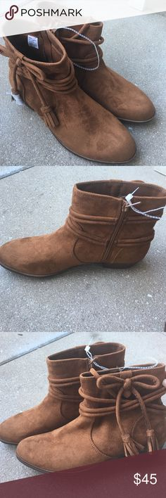 Cute tan faux suede boots Get ready for fall and winter with these very cute faux suede booties . Side zipper closure .missing box . Shoes Ankle Boots & Booties