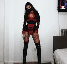You need to find a costume for halloween and what better way to do so from direct halloween costume inspiration. Today we have 45 of the Best Halloween Costume Ideas for Women. Easy Adult Halloween Costumes, Easy Costumes, Halloween Looks, Couple Halloween, Halloween Outfits, Diy Halloween, Women Halloween, Halloween College, Halloween Halloween