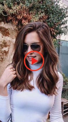 Hairstyles ideas brown hair, takes advantage of your hair! Natural or stained, brown is one of the most common and versatile hair shades . Medium Length Hair With Layers, Long Layered Hair, Medium Hair Cuts, V Cut Hair, V Hair, Latest Haircut For Girls, Latest Haircuts, Curly Hair Styles, Blunt Hair