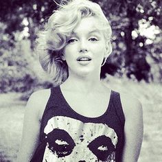 いいね!371件、コメント3件 ― Lins Cuscaniさん(@ll_cool_lins)のInstagramアカウント: 「Who killed Marilyn ! #misfits #danzig #samhain #hardcore #punk #marilynmonroe #plan9records」
