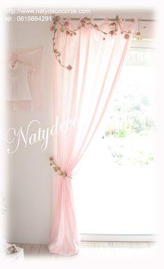 Guirlande et embrasse de fleurs en vente sur http://www.natydecocorse.com