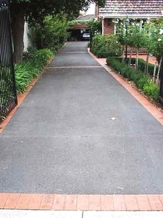 35 Fabulous Driveway Landscaping Design Ideas For Your Home To Try Asap - front yard ideas modern Driveway Border, Circle Driveway, Modern Driveway, Brick Driveway, Asphalt Driveway, Driveway Design, Driveway Landscaping, Landscaping Ideas, Backyard Ideas
