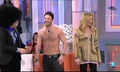 El ex concursante de 'GH' y Belén Rodríguez se enfrentaban a una prueba para ver quién sabe más de 'GH'.     http://www.telecinco.es/quetiempotanfeliz/Alessandro-queda-camiseta-QTTF_2_1558755062.html