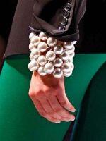 Big pearl cuff
