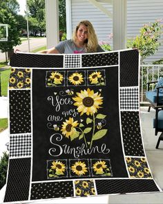 Sunflowers - You are my sunshine quilt blanket Fabric Panel Quilts, 3d Quilts, Fabric Panels, Scrappy Quilts, Easy Quilts, Star Quilts, Fabric Art, Quilting Projects, Sewing Projects