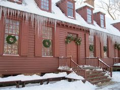 Pretty icicles at Colonial Williamsburg via Two Nerdy History Girls Colonial Williamsburg Va, Williamsburg Christmas, Williamsburg Virginia, Primitive Homes, Primitive Bedroom, Primitive Antiques, Primitive Country, Red Houses, Colonial America
