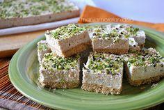 La cheesecake salata mortadella e pistacchi è ideale per le cene estive, o aperitivo goloso. Formaggio cremoso, mortadella e pistacchi vi conquisteranno.