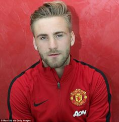 """I am thrilled and excited to be joining Manchester United. I have been at Southampton since I was eight years old and I would like to thank them and the fans for everything they have done for me. ♥"