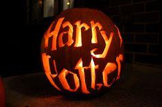 Love me some Harry Potter & Halloween Pumpkin! Holidays Halloween, Happy Halloween, Disney Halloween, Harry Potter Pumpkin Carving, Harry Potter Halloween Party, Halloween Pictures, Halloween Ideas, Halloween Tricks, Halloween Stuff