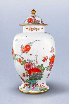 A Large Meissen Vase with Magnificent Kakiemon Decor  http://www.1stdibs.com/furniture/dining-entertaining/porcelain/