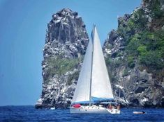 As you leave île de Ronde on your way to Grenada you pass some isolated rocks called The Sisters.  The rocks are a haven for birds and also a wonderful backdrop for a picture of Nemo with full sails up, do you agree?  Thanks to our friends on Catamaran Genesis for the great pic.  #Nemo #Grenada #Grenadines #sailboat