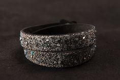 Handmade Armbänder mit Swarovski Kristallen in limitierter Kollektion Cuff Bracelets, Swarovski, Abs, Jewelry, Fashion, Jewlery, Moda, Jewels, La Mode