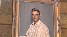 Gates of Graceland - Hidden Graceland, Part 1 - Graceland Secrets / Fascinating Archives ! Elvis Presley Lyrics, Elvis Presley House, Elvis Presley Videos, Elvis Presley Graceland, Most Beautiful Man, Gorgeous Men, King Of Music, Costume, The Beatles