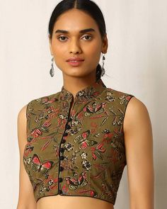 Beating with a collage of prints and potli buttons, this kalamkari cotton blouse taps traditional tailoring with a hint of femininity. Kalamkari Blouse Designs, Saree Jacket Designs, Blouse Designs High Neck, Fancy Blouse Designs, Sari Blouse Designs, Designer Blouse Patterns, Neckline Designs, Dress Designs, Blouse Styles