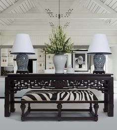 Are you looking to brighten up a dull room and searching for interior design tips? One great way to help you liven up a room is by painting and giving it a whole new look. Home Design, Design Entrée, Home Interior Design, Interior Decorating, Design Trends, Asian Interior, Decorating Ideas, Design Interiors, Decorating Websites