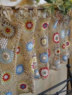 Crochet is a process of making a fabric by interlocking loops of yarn or thread using crochet hook. And this process is used to make the French styled crochet curtains. Crochet curtains are not as muc Beau Crochet, Crochet Mignon, Love Crochet, Crochet Granny, Crochet Motif, Beautiful Crochet, Knit Crochet, Crochet Patterns, Cotton Crochet