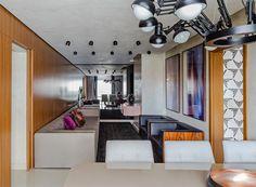 [cada casa um caso] Projeto @designstudiogb Mobiliário adornos e tapete: #CASAMIX foto: @eltonrochafotografia #showroom2016 #decor #love #sofa #colors #tapete #cores #furniture #wood #cool #project #furnituredesign #decoration #fashionhome #instagood #design #interior #homestyle #home  #decoracao #interiordesign #rug #fashiondecor #photoftheday #homedecor #style by casamixebossa