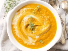 An easy roasted carrot soup recipe! See how to make carrot ginger soup with simple ingredients and an anti-inflammatory kick. Carrot coconut turmeric soup is delicious, vegan, and paleo. Vegan Carrot Soup, Roasted Carrot Soup, Carrot Ginger Soup, Roasted Carrots, Whole30 Soup Recipes, Detox Recipes, Paleo Soup, Healthy Recipes, Clean Eating Recipes For Dinner