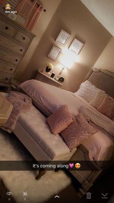 Cute Bedroom Ideas, Cute Room Decor, Room Ideas Bedroom, Home Decor Bedroom, Diy Bedroom, Master Bedroom, Girl Apartment Decor, Blush Bedroom, Cool Teen Bedrooms