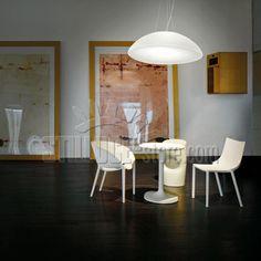 Vistosi Infinita, lampada a sospensione in vetro bianco. Disponibile in due dimensioni.