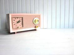 Vintage Pink Casia Clock Radio (Model C400A)