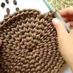 Crochet for beginners videos – Örgü – Korb Crochet Crafts, Easy Crochet, Crochet Projects, Free Crochet, Knit Crochet, Crochet Bag Tutorials, Crochet Scrubbies, Crochet Rope, Crochet Basket Pattern