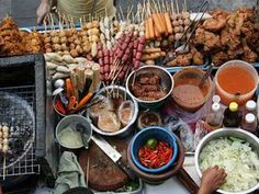 Bangkok grilled meat ~ Thai street food the best ever :) Thai Street Food, World Street Food, Best Street Food, Streetfood Market, Streetfood Festival, Thai Recipes, Asian Recipes, Food Truck, Foodies