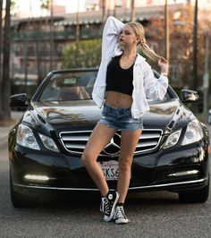 I don't care about that stupid car. I only care about that sexy little body. That gorgeous tummy, that cute bellybutton and those lovely legs. Jordan Jones, Teen Girl Poses, Summer Outfits, Cute Outfits, Beautiful Young Lady, Beautiful Women, Shooting Photo, Crop Top Bikini, Lovely Legs