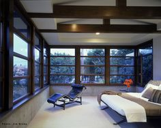 Composition of fixed and opening windows in wood