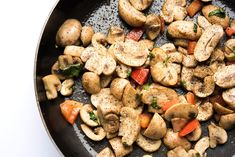 Μανιτάρια: Μια μερίδα (70 γραμμάρια) λευκά μανιτάρια περιέχουν μόλις δύο γραμμάρια υδατάνθρακες. Έχουν επίσης ισχυρή αντιφλεγμονώδη δράση. - Onmed.gr Sausage, Stuffed Mushrooms, Meat, Vegetables, Recipes, Food, Sauteed Vegetables, Stir Fry, Healthy Recipes