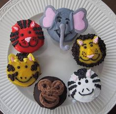how to make and decorate cool cupcakes   Now where was I? It's been a while since my last post…